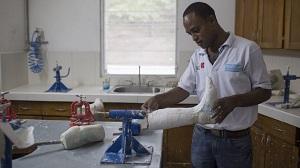 Handicap-International-haiti-prothese-ca-change-la-vie-2015