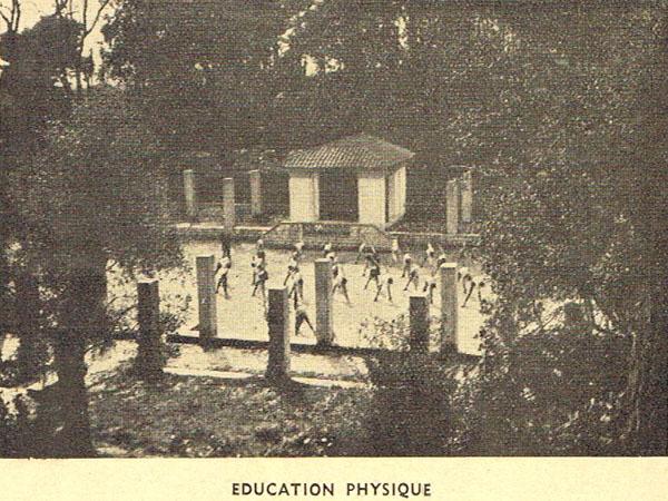 Cours d'éducation physique en 1946.